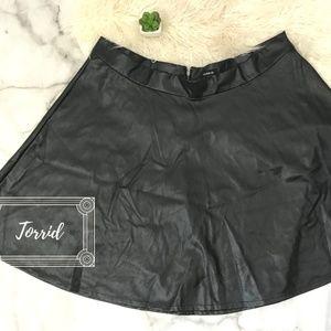 Torrid BLK Faux Leather Zipper Circle Skirt Sz. 24